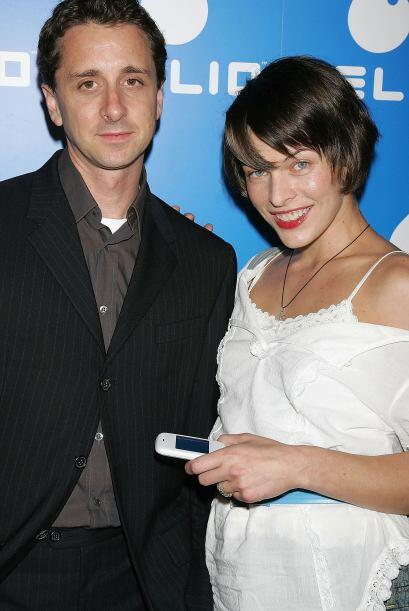 Sky Dayton que acompaña aquí en la foto a Milla Jovovich, es el creador...
