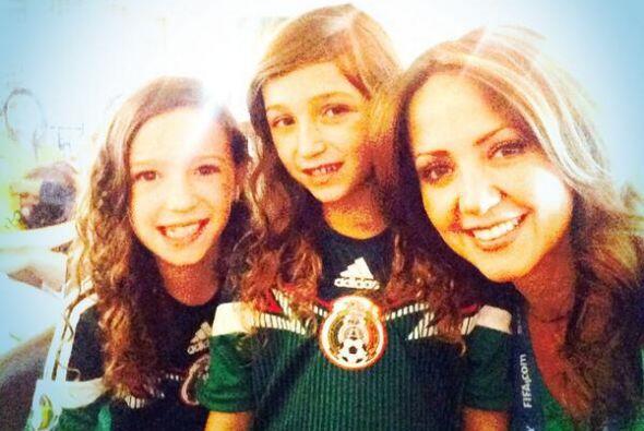 Andrea Legarreta con sus nenas Todo sobre el Mundial de Brasil 2014.