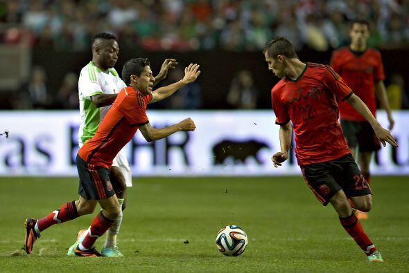 22 Paul Aguilar  Amarrado y carente de juego ofensivo debido a la gran v...