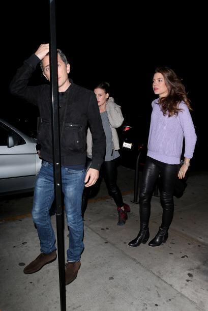 Por la noche salió a cenar con su novio.