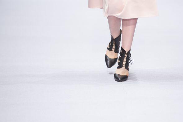 Para el calzado la diseñadora optó por este diseño de zapatillas. Ideale...