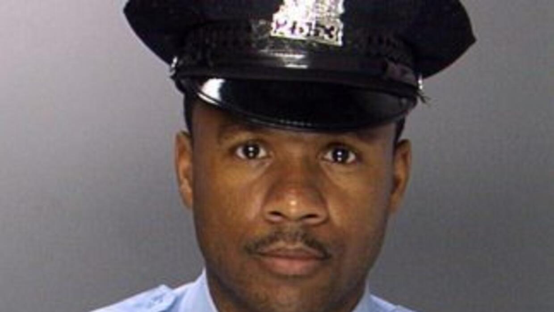 Autoridades en Filadelfia buscan a dos sospechosos en conexión al asesin...