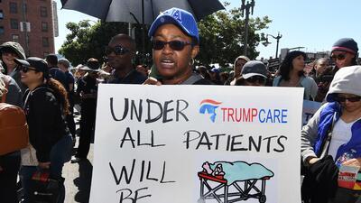 En fotos: los mensajes de los estadounidenses en rechazo a Trumpcare