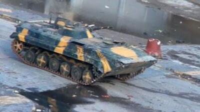 Un tanque sale de la ciudad de Homs el martes. Las fuerzas de seguridad...