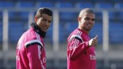 Cristiano y Pepe en la práctica merengue.