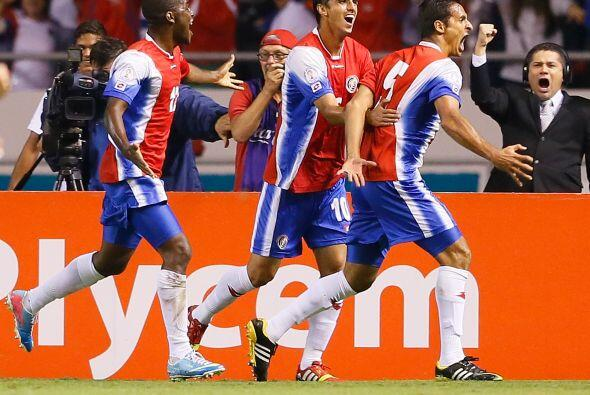 En 2013 Bryan fue nominado a mejor jugador de la CONCACAF y uno de sus g...