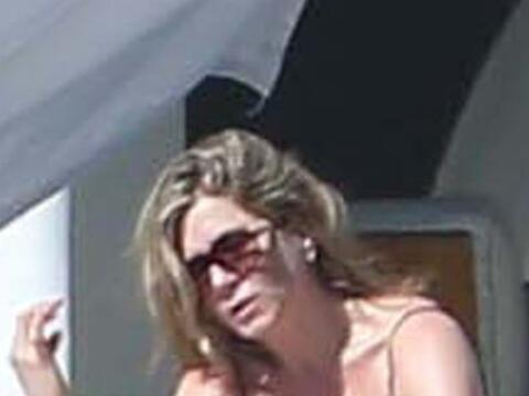 Jennifer Aniston tomó sus maletas y se fue con su prometido Justi...