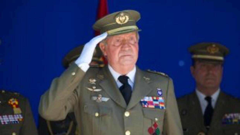 El Rey de España, Juan Carlos I, abdicó en favor de su hijo el Príncipe...