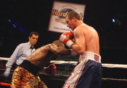 Tavoris Cloud sacó buen partido de la pelea adentro, donde fue muy super...