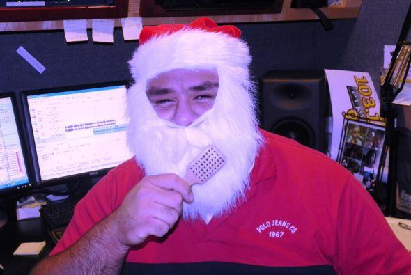El Santa Claus de La Kalle 103.1 & 93.5 FM le dio una peinadita a su barba.