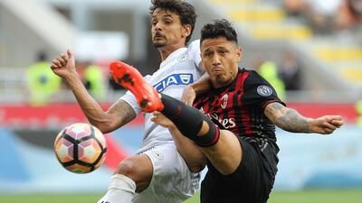 Milan tropieza en casa ante Udinese en jornada afectada por lluvia en Italia