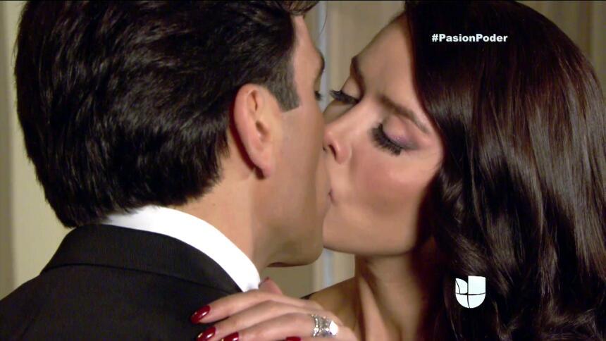 ¿Arturo y Julia pasaron una noche juntos? 744E0E57A8B34C17801EE80F46B566...