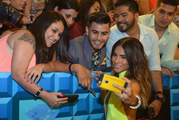 Nos encantan los selfies. We can't get enough of them! Y si no, pregúnte...
