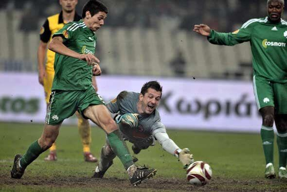 El Panathinaikos griego goleó al Dinamo de Bucarest.