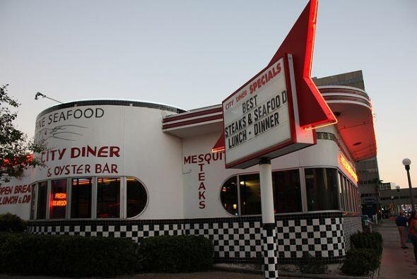 Este restaurante es una buena opción para comer; se ha vuelto muy popula...
