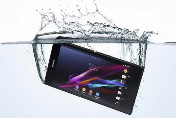 Este Sony Xperia Z se ufana de ser resistente al agua y al polvo, que lo...