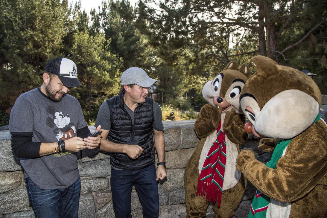 Poncho y Joel Lizárraga regresaron a Disney para pasar un inolvidable dí...
