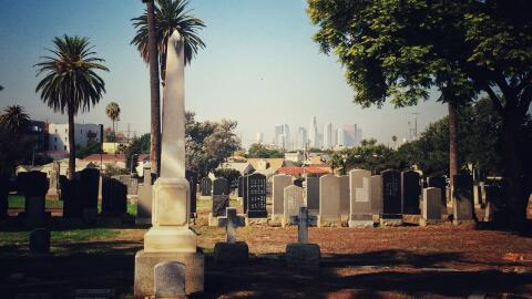 Cementerio Evergreen en Los Ángeles, centro de relatos paranormales.