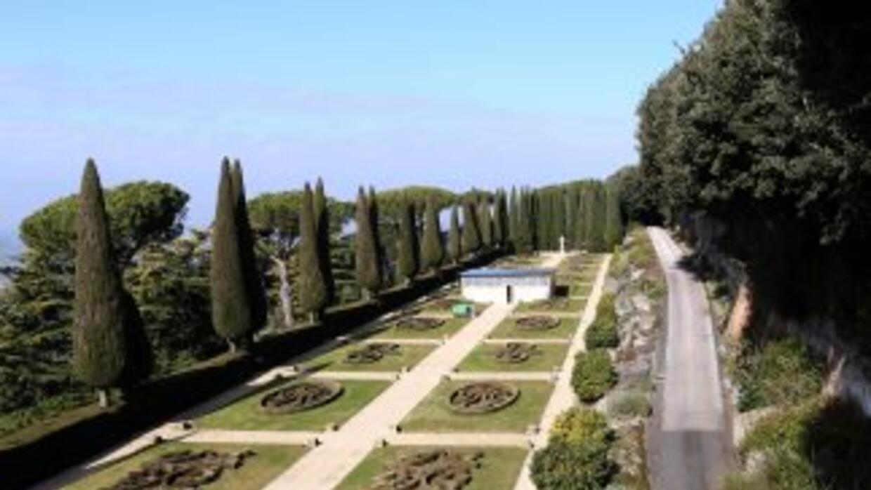 La propiedad incluye tres imponentes villas, 30 hectáreas de jardines es...