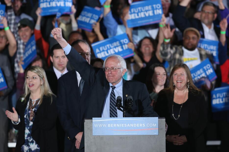 El demócrata Bernie Sanders ganó la primaria de NH, pero felicitó a Clinton