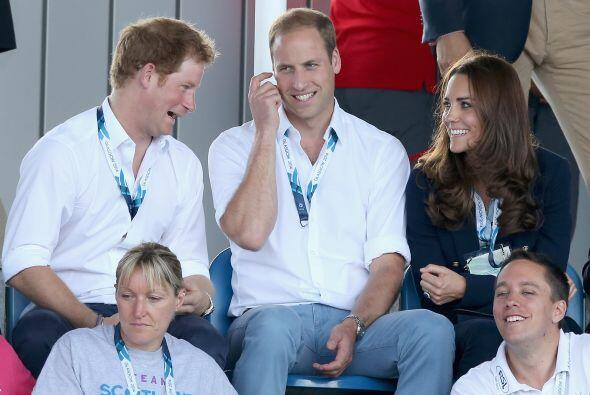 ¿Qué le estará contando Harry a su cuñada? ¡Qué carita!