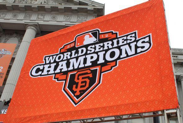 OCTUBRE   Gigantes ganan la Serie Mundial de Beisbol  En la culminaci&oa...