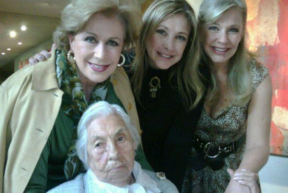 La abuelita de Thalía y Laura Zapata se siente despreciada