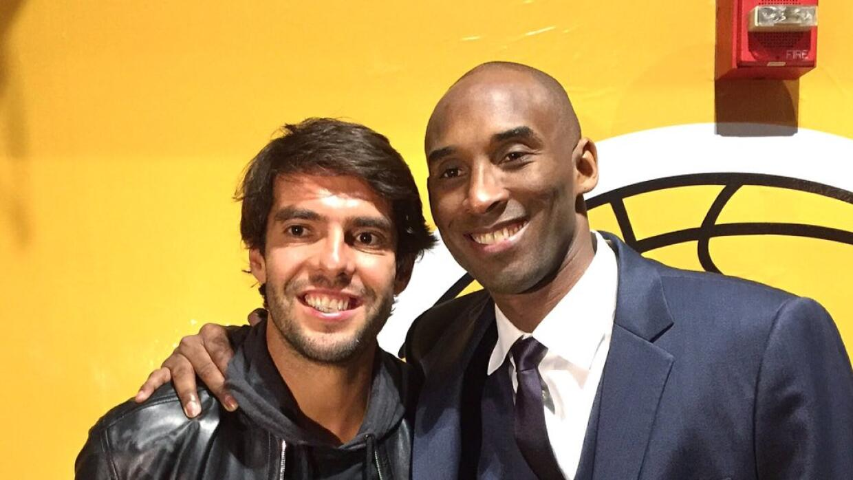 Kaká y Kobe Bryant tras el partido de Los Angeles Lakers.
