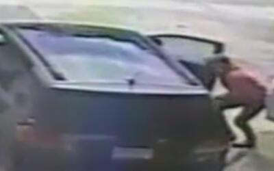 En video: Un ladrón aprovecha la parada en una gasolinera de Florida par...