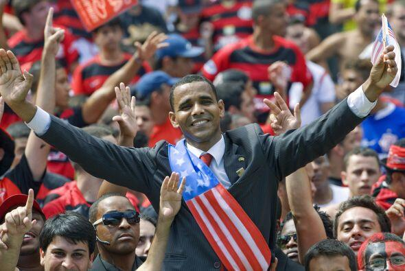¿Obama con la hinchada del Flamengo?, no, nada de eso, es un acto...