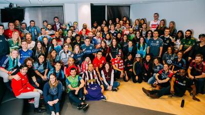 #Dress4MLS es una locura, desde maestros hasta doctores, todos vistiendo indumentaria de clubes MLS