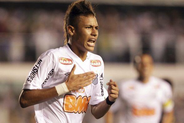 Tanto con el Santos como con la escuadra de Brasil, Neymar ya se codea e...