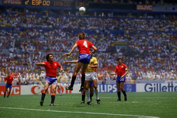 En 1986, España y Brasil protagonizaron un excelente partido dura...