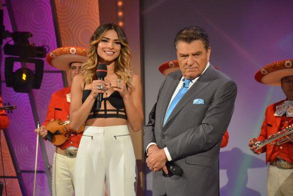 Por la expresión de Alejandra, sin duda se trata de alguien muy especial.