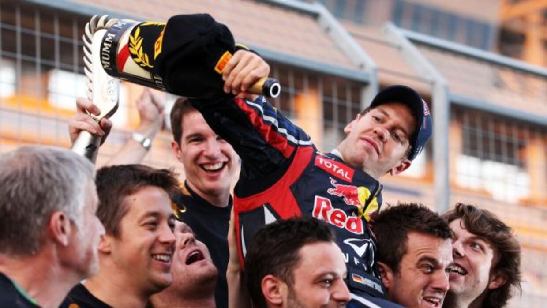 La escudería Red Bull ganó el campeonato de constructores 2011 con la vi...