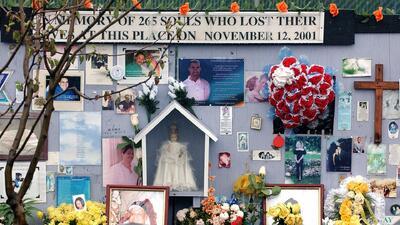 Sentido homenaje a las víctimas del vuelo 587 de American Airlines que se estrelló en Nueva York