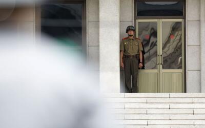 Soldado norcoreano en un puesto fronterizo.