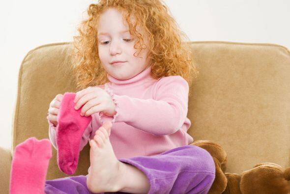 """Déjala vestirse sola. """"Cuando los niños aprenden a hacer las cosas, desa..."""