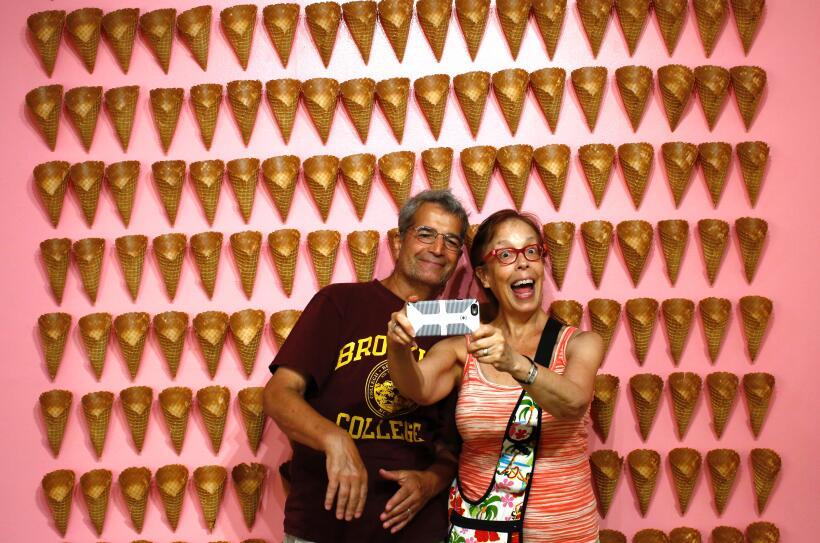 Una pared llena con los conos de las barquillas... ¡cómo re...