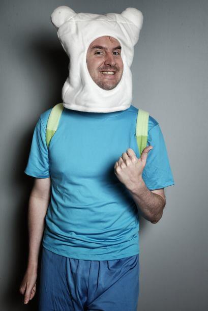 También puedes vestirte como uno de los personajes de Hora de Aventura y...