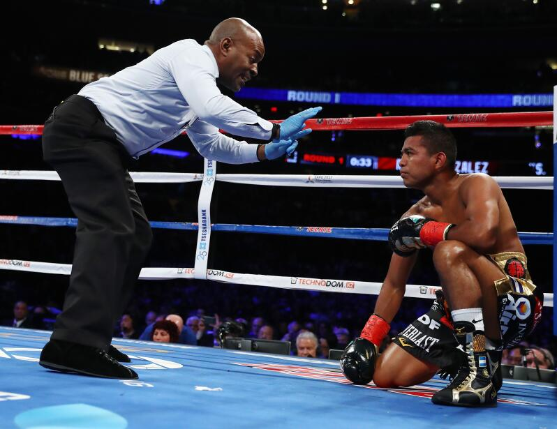 El nicaragüense perdió el cetro supermosca luego de que los jueces le di...