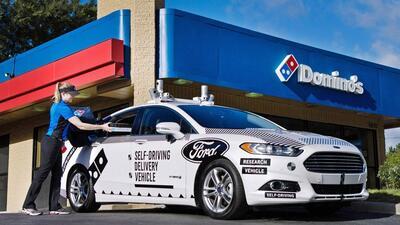 Hasta que no hagan entregas de pizza, nadie en Estados Unidos confiará en los vehículos autónomos