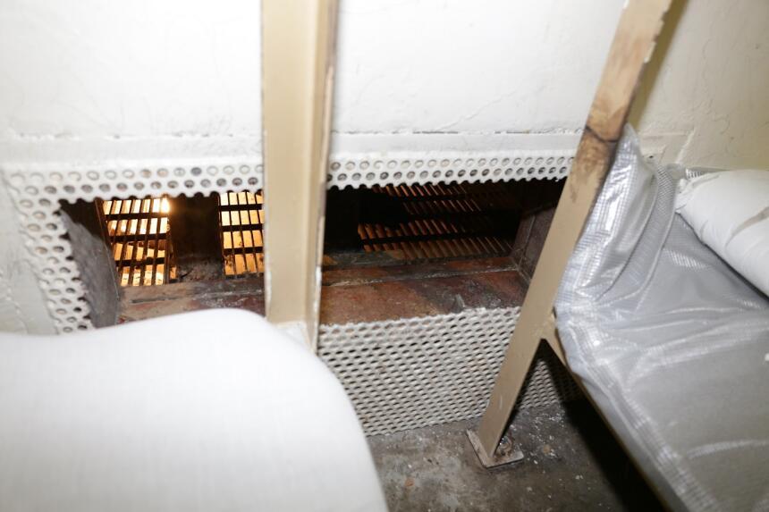 Reja de acero cortada en la celda donde estaban los fugitivos