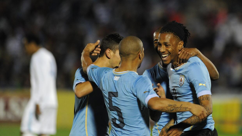 Uruguay goleó a Guatemala e ilusiona para la Copa América GettyImages-47...