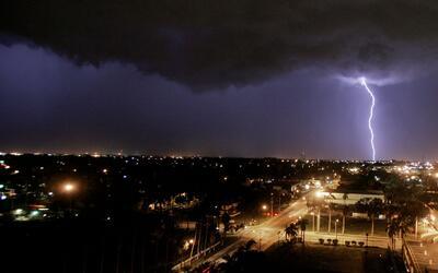Imagen de archivo de una tormenta eléctrica en Fort Myers, Florid...