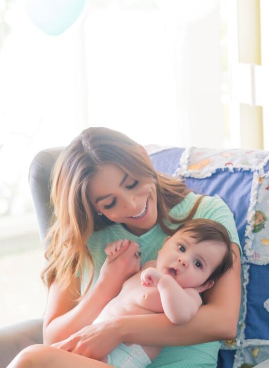 Lourdes Stephen hizo una sesión fotográfica con su bebito...