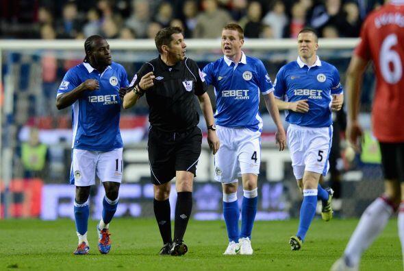 Los jugadores del Wigan reclamaban algunas decisiones, con poco que logr...