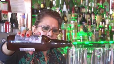 La bebida precolombina Pulque llega a Chicago gracias a una mexicana que la distribuye en un bar de Pilsen