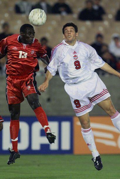 En un partido eliminatorio entre México y Trinidad y Tobago, Ancil Elcoc...
