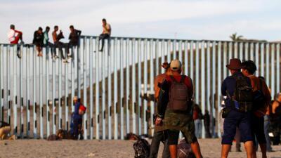 Diario de la caravana: El secretario de Defensa va a la frontera para visitar a las tropas desplegadas